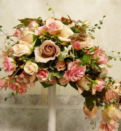 名古屋市千種区の花屋グラッシーのアーチ型ブーケAr4