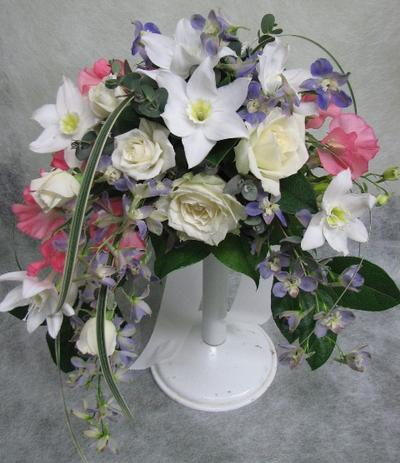 名古屋市千種区の花屋グラッシーのアーチ型ブーケAr6