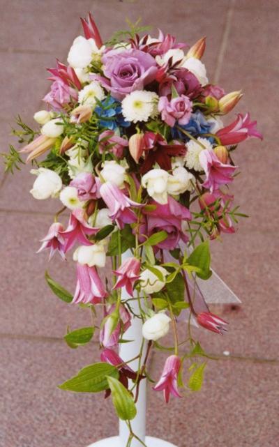 名古屋市千種区の花屋グラッシーのキャスケードブーケCa11