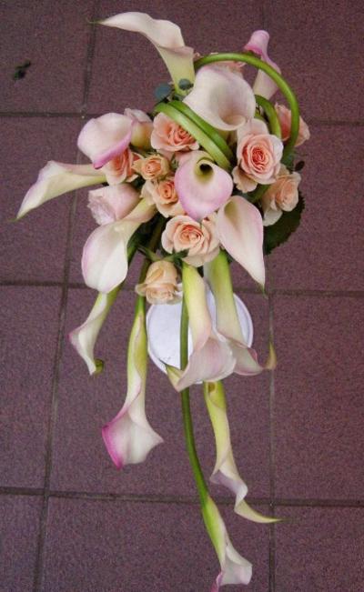 名古屋市千種区の花屋グラッシーのキャスケードブーケCa15