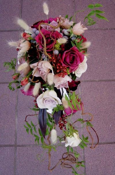 名古屋市千種区の花屋グラッシーのキャスケードブーケCa16