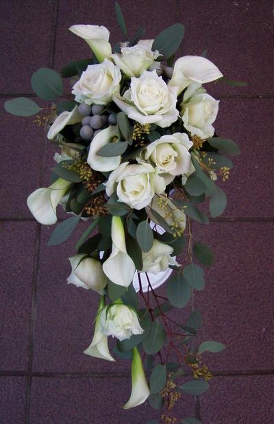 名古屋市千種区の花屋グラッシーのキャスケードブーケCa17