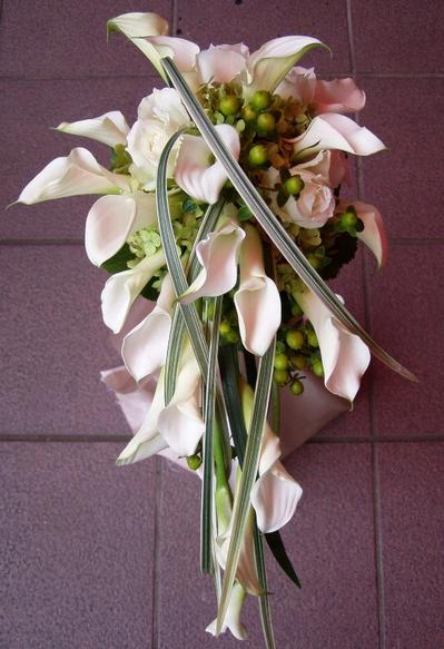 名古屋市千種区の花屋グラッシーのキャスケードブーケCa30