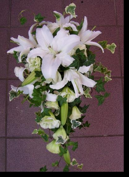 名古屋市千種区の花屋グラッシーのキャスケードブーケCa31