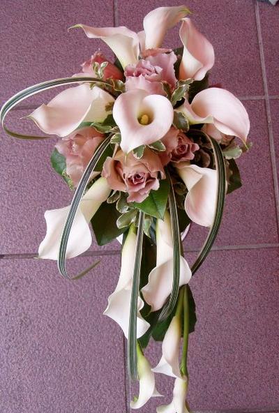 名古屋市千種区の花屋グラッシーのキャスケードブーケCa32-2