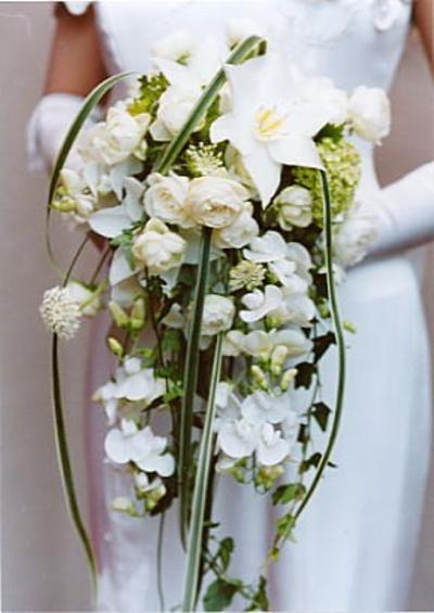 名古屋市千種区の花屋グラッシーのキャスケードブーケCa6