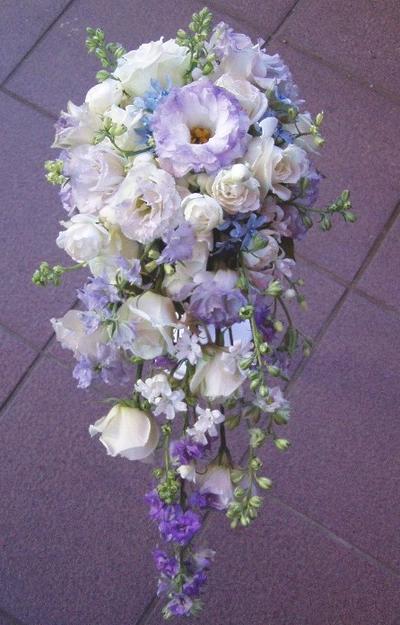 名古屋市千種区の花屋グラッシーのキャスケードブーケCa8