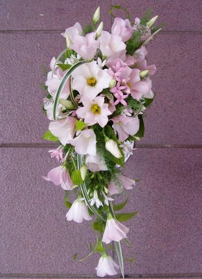 名古屋市千種区の花屋グラッシーのクレッセントブーケCr5