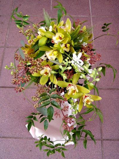 名古屋市千種区の花屋グラッシーのオーバルブーケO14