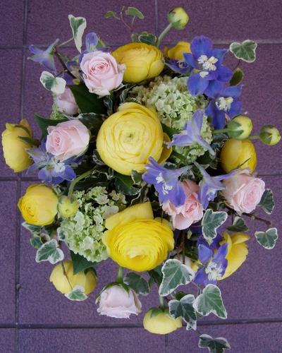 名古屋市千種区の花屋グラッシーのオーバルブーケO56