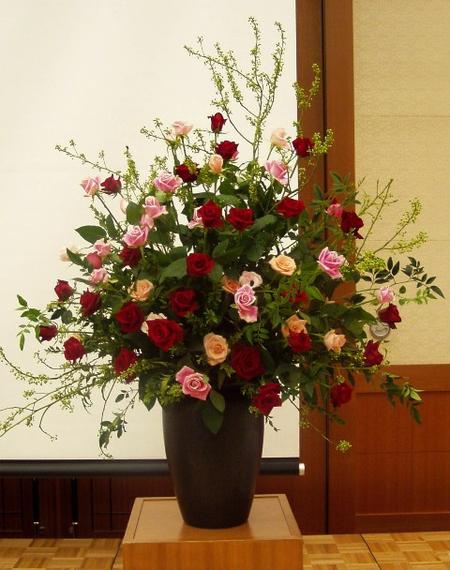 名古屋市千種区の花屋グラッシーの講演会演壇の装花hoshoC051117
