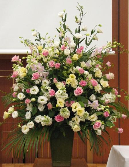 名古屋市千種区の花屋グラッシーの講演会演壇の装花_hoshoC071115_