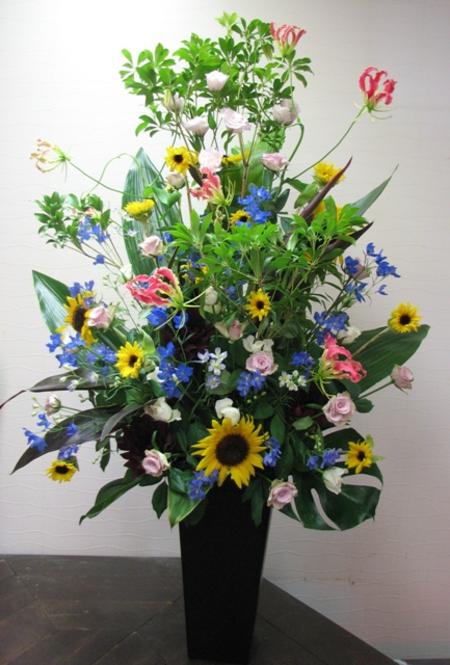 名古屋市千種区の花屋グラッシーの講演会演壇の装花ikekomi2