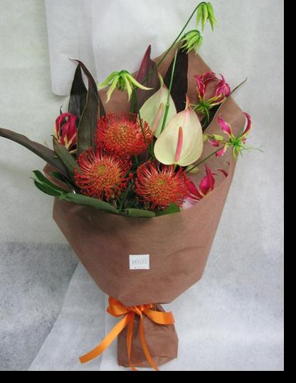 トロピカルな雰囲気の花束