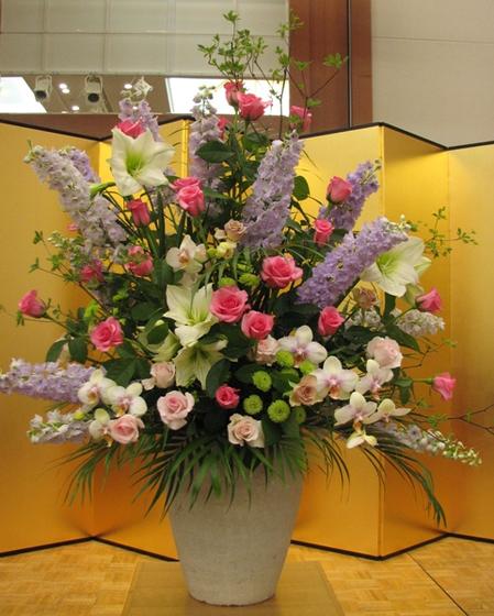 名古屋市千種区の花屋グラッシーの講演会演壇の装花hoshoC100514